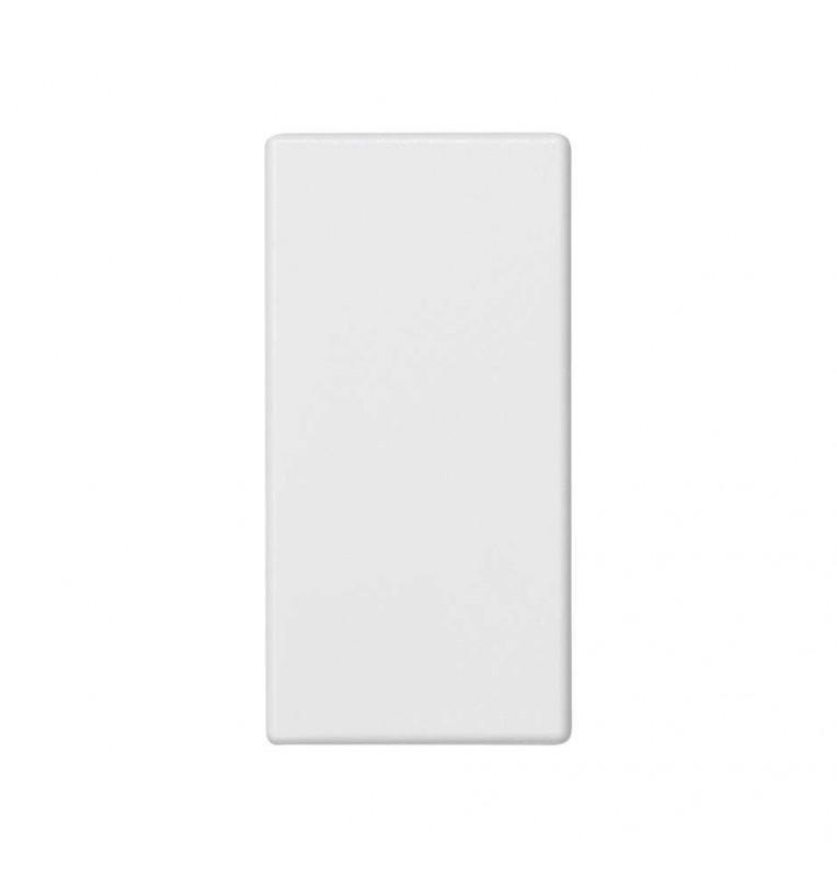 Placa K45 ciega 1/2 módulo blanca.