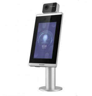 Terminal compacto de reconocimiento facial y medición de temperatura corporal